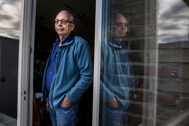 Gerard Sangers (63) uit Middelharnis kwam op latere leeftijd in de bijstand terecht. Hij heeft zijn ervaringen in een boek gevat. Beeld Arie Kievit