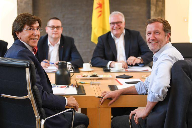Elio Di Rupo en Paul Magnette (PS) ontvingen eerder de PVDA-delegatie van Raoul Hedebouw en Peter Mertens. Beeld ISOPIX