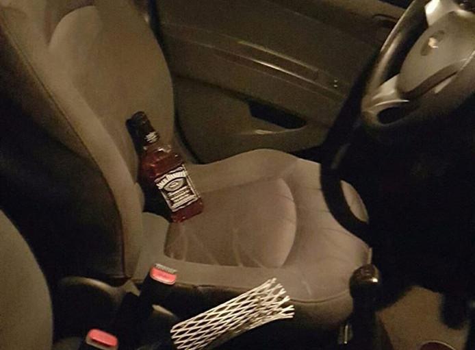 De bestuurder had de fles whiskey nog in zijn hand