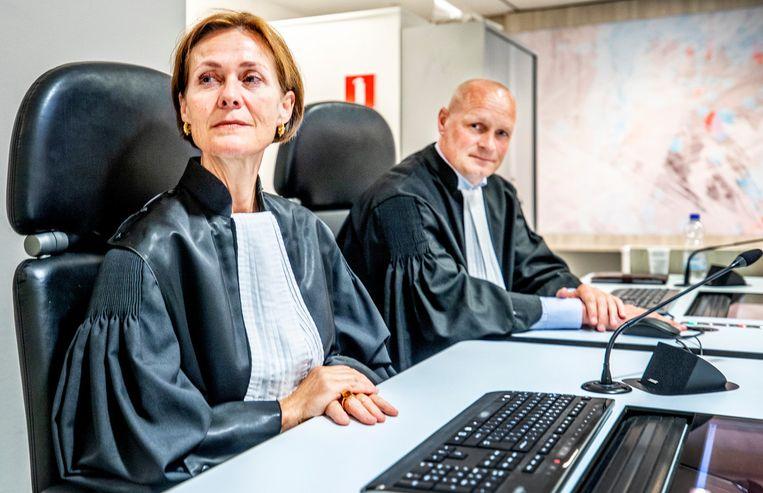 Aanklagers Sabine Tammes en Lars Stempher in de zwaarbeveiligde rechtbank voorafgaand aan de uitspraak in de strafzaak tegen Willem Holleeder. Beeld Raymond Rutting / de Volkskrant