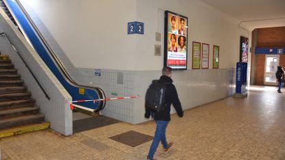 """NMBS schuift renovatie station op lange baan: """"Roltrappen al weken buiten strijd"""""""