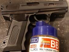 Kermispistool van jongen (16) aangezien voor vuurwapen, politie rukt uit in Veldhoven