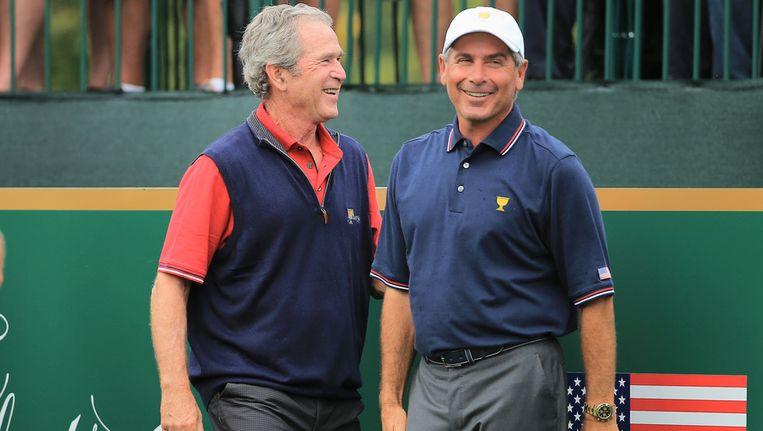 Fred Couples, rechts, naast oud-president van de Verenigde Staten, George Bush Beeld AFP