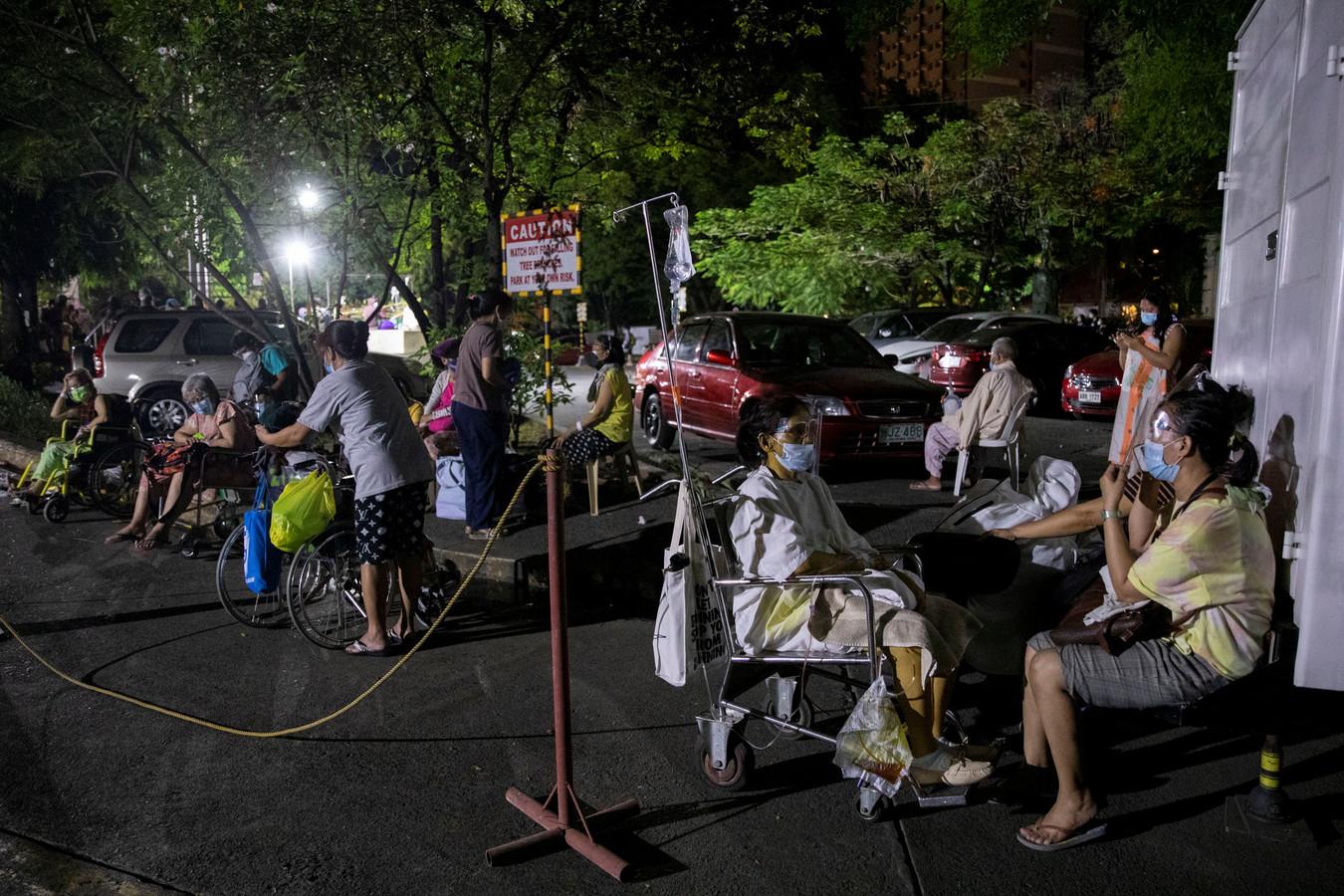 Un incendie a frappé le plus grand hôpital Covid des Philippines dimanche matin;