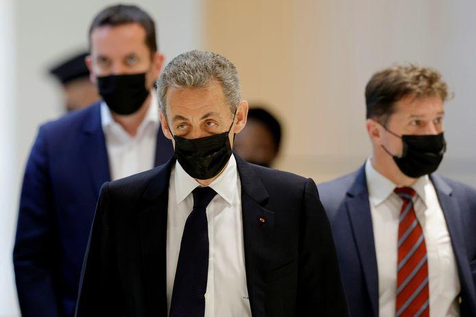 De Franse ex-president Nicolas Sarkozy komt aan voor een rechtbankzitting eerder deze week.