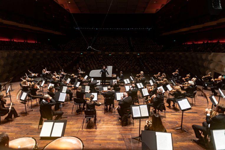 Het Rotterdams Philharmonisch Orkest met pianist Daniil Trifonov. Beeld Karen van Gilst