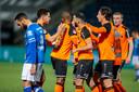 Dwayne Green (links) buigt het hoofd na de 0-1 van FC Volendam. De linksback van FC Den Bosch moest later met rood van het veld.