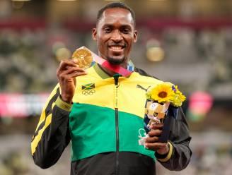 """Olympisch kampioen bedankt vrijwilligster die hem geld gaf voor een taxi toen hij op weg naar zijn olympische race de verkeerde bus genomen had: """"Dit goud is ook van jou"""""""