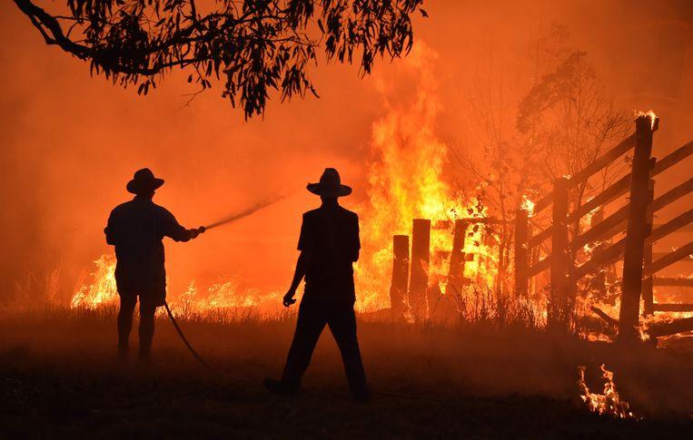 Inwoners bestrijden het vuur in New South Wales.