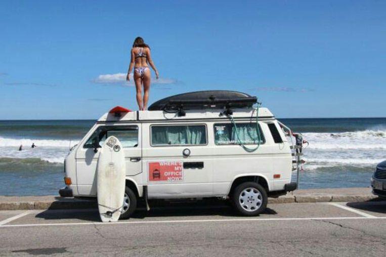 'Op Instagram willen mensen vooral foto's van ons busje zien, mooie plekjes, zonnestralen én Emily in bikini' Beeld HUMO