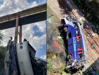 Passagiersbus stort van brug in Brazilië: 18 doden, 2 kinderen kritiek