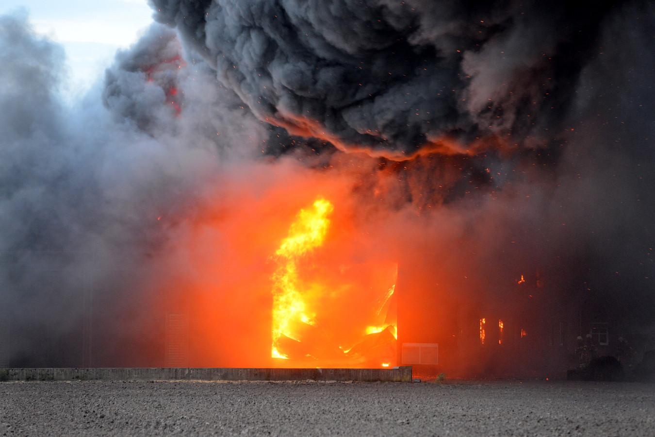 Uitslaande brand bij champignonkweker in Bavel