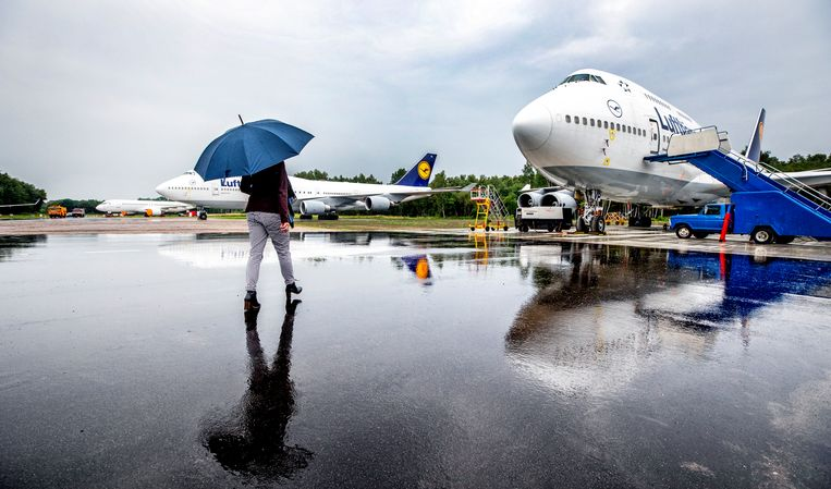 De Boeing 747's van Lufthansa op Twente Airport. Beeld Raymond Rutting / de Volkskrant