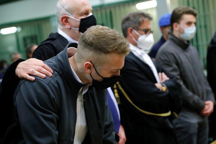 Finnegan Lee Elder (links) reageert op het vonnis van de Italiaanse rechter. Helemaal rechts staat Gabriel Natale-Hjorth.