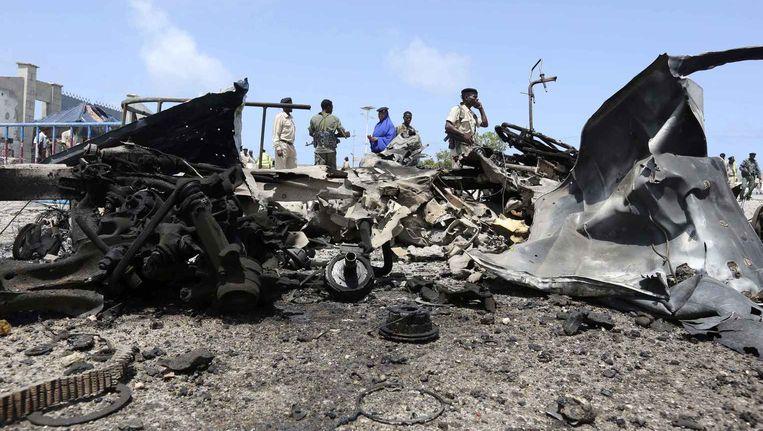 De ravage na een zelfmoordaanslag van Al-Shabaab in Somalië. Beeld reuters