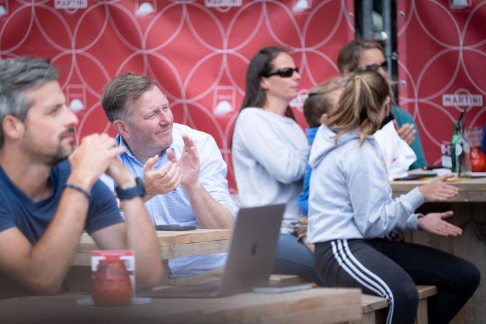 Ook Mechels burgemeester Alexander Vandersmissen kwam supporteren.