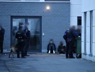 Acht arrestaties nadat rivaliserende bendes elkaar te lijf gaan aan station