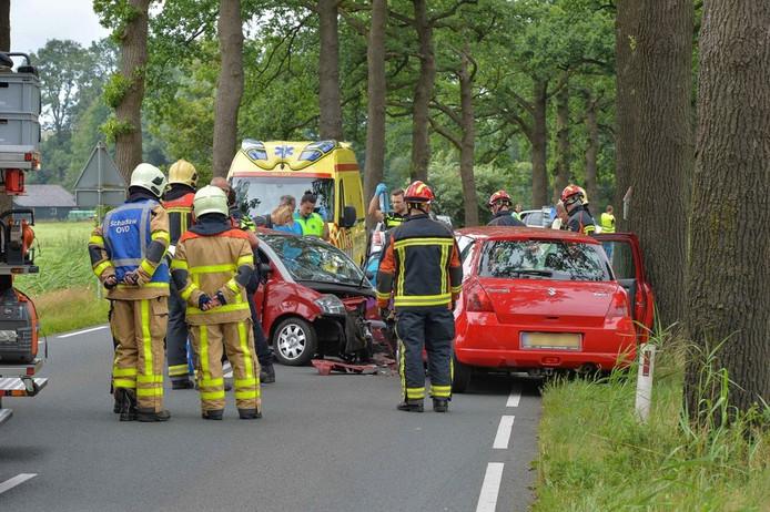 Hulpverleningsdiensten bij het slachtoffer. Foto: Pim Velthuizen