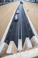 Nog niet goed: de doorstroming van het verkeer van en naar Apeldoorn gaat pas eind 2019 door de Traversetunnel.