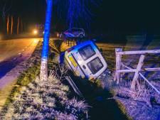 Auto belandt in de sloot in Kootwijkerbroek