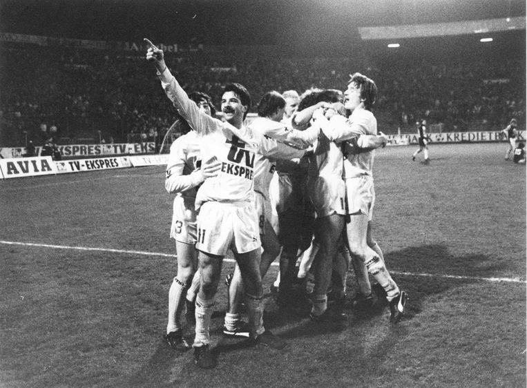 In het seizoen 1987-1988 werd er vaak gejuicht door Severeyns en co. Uiteindelijk eindigde Antwerp als derde.
