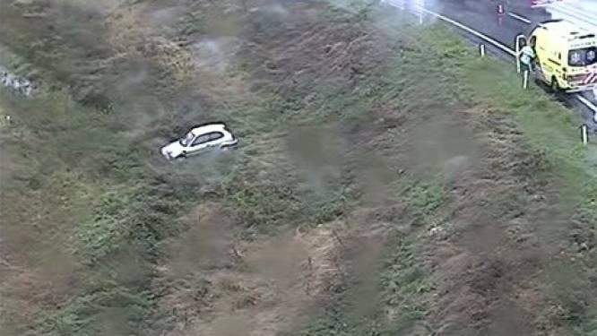 Autobestuurster ongedeerd na snelwegglijpartij in stortbui op de A50