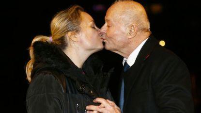 """""""Alsof we criminelen zijn"""": Jean-Claude (80) mag voorlopig niet trouwen met 42 jaar jongere vrouw"""