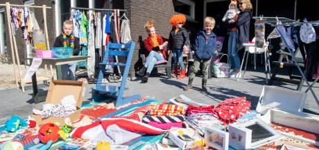 Genoeg te koop op alternatieve kleedjesmarkt in Dalfsen: 'Dit kan begin van traditie worden'