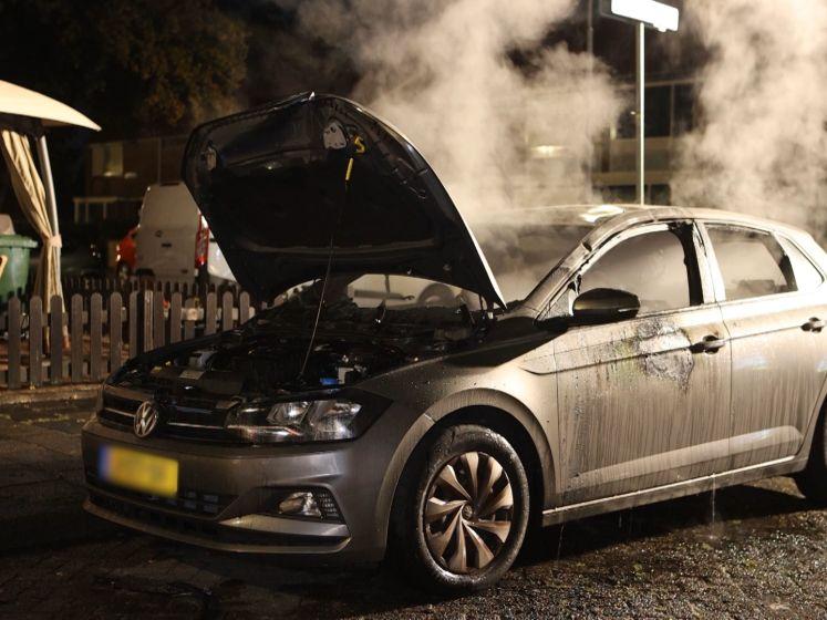 Auto verwoest door brand in Den Bosch