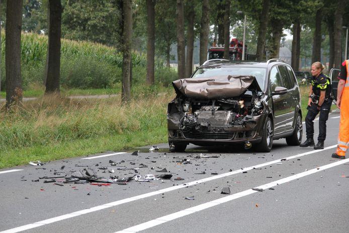 Veel schade na een ongeluk tussen Borne en Zenderen.