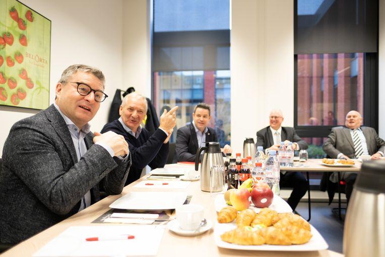 Minister Koen Van den Heuvel tijdens het gesprek met het bestuur van BelOrta.