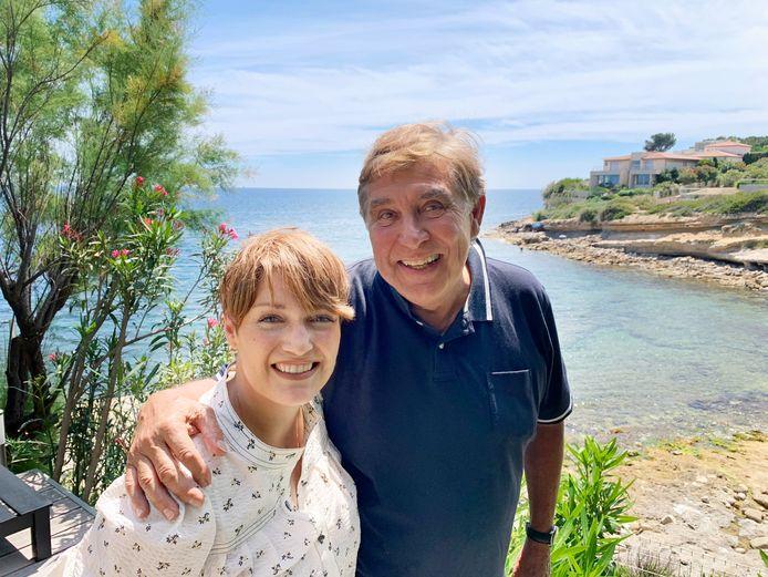 Les équipes de Nostalgie se sont rendues chez l'animateur, dans le sud de la France, pour enregistrer les capsules, qu'il présente en duo avec Ingrid Franssen.