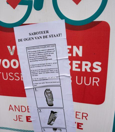 """""""Saboteer de ogen van de staat"""": affiches roepen op om camera's in Gent onklaar te maken met verf"""