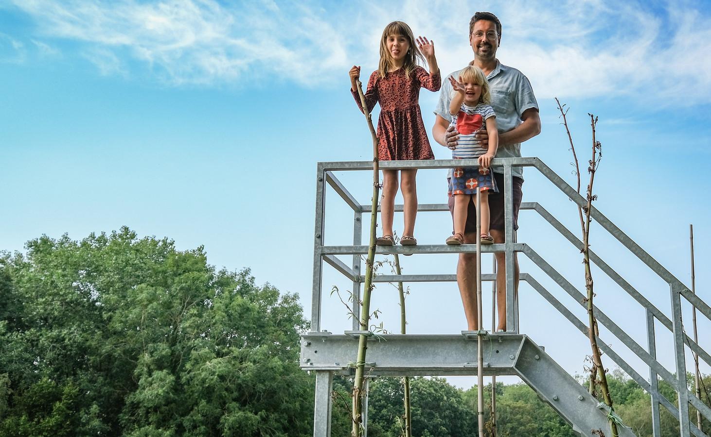 Willem Goemaere met zijn kinderen Fien en Lone.