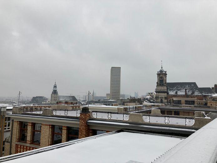 Er valt weinig sneeuwpret te beleven in de hoofdstad. Op de daken ligt een bescheiden wit laagje.