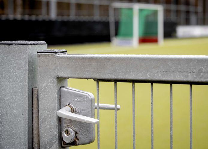 De KNHB heeft de deur voor een groot deel van de hockeycompetities dichtgegooid. Alleen de Hoofdklasse Dames en Tulp Hoofdklasse Heren worden afgemaakt.