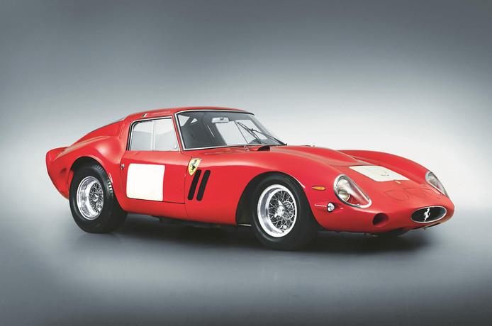 Deze Ferrari Berlinetta uit 1964 eindigt bovenaan nadat dit model werd afgehamerd tijdens een veiling in 2014. De auto is ooit gebouwd voor het FIA GT Wereldkampioenschap.