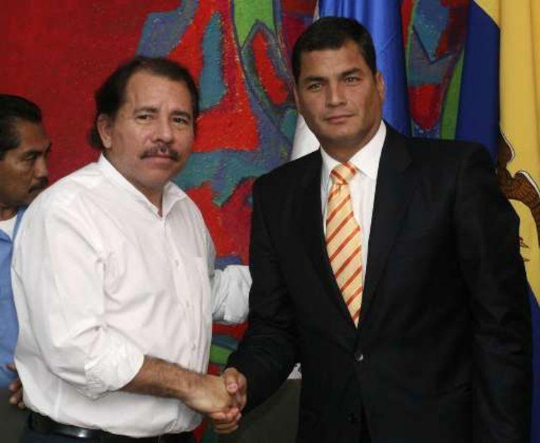 De Nicaraguaanse president Daniel Ortega (l) deed de aankondiging met ambtsgenoot Rafael Correa aan zijn zijde.