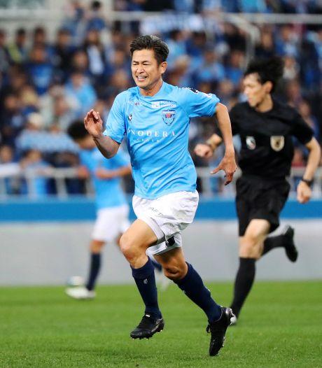 'King Kazu' (bijna 54) plakt er nog een jaartje aan vast bij Yokohama FC