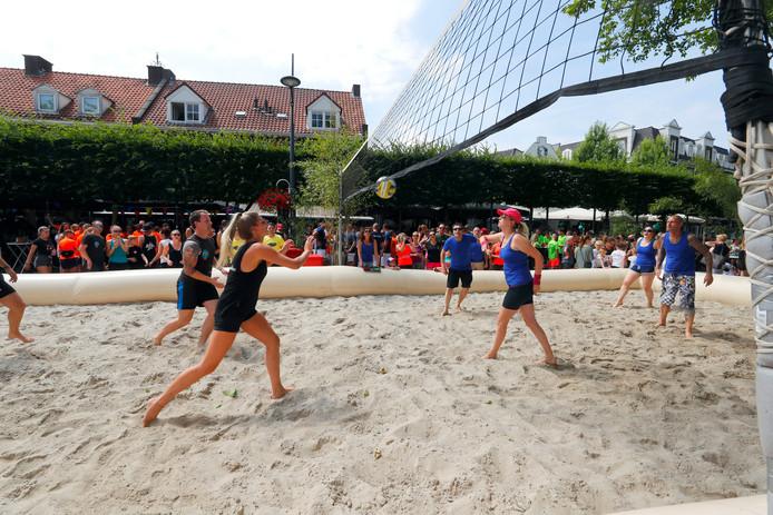Op de Statie in Valkenswaard was afgelopen weekend het jaarlijkse beachvolleybaltoernooi. Futsal Club Valkenswaard (FCV) organiseerde het toernooi voor de 18de keer.