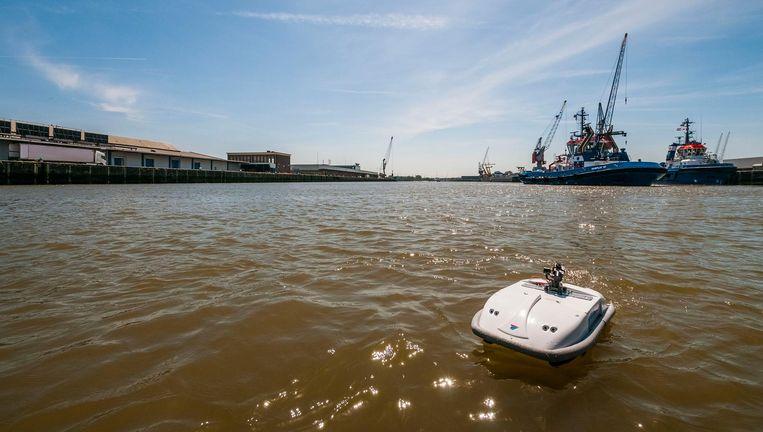 De Rotterdamse start-up AquasmartXL heeft zijn drones ook al eens gebruikt voor een inspectie van de steigers van Vopak in de Rotterdamse haven. Beeld AquasmartXL