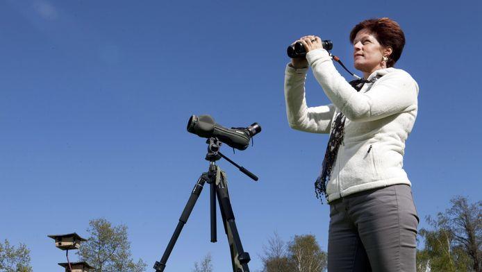 Caroline Walta uit Voorburg kijkt graag naar vogels.