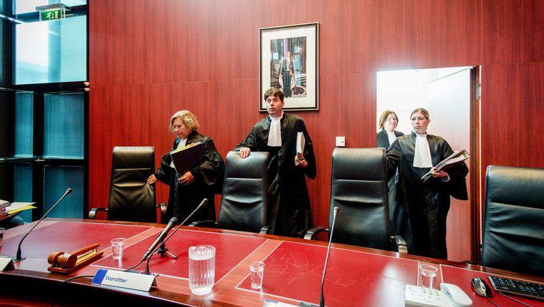 Rechters Van Holten, Koster en Hamming komen op tijdens de pro forma zitting vorige maand Beeld ANP