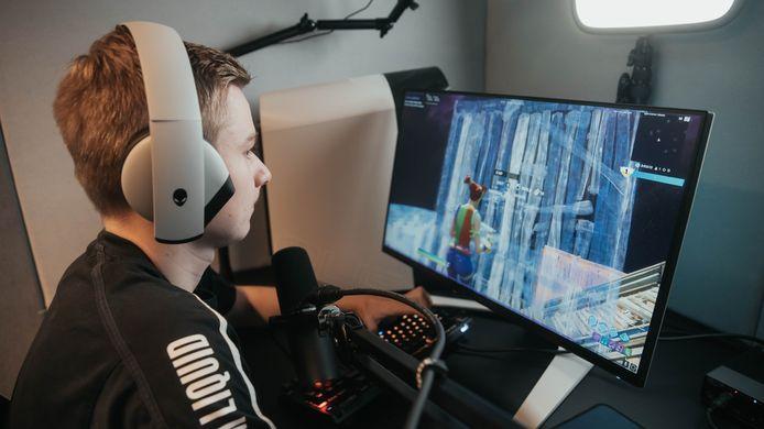 Dmitri van de Vrie uit 's-Heer Hendrikskinderen behoort tot de top van de wereld in het spel Fortnite.