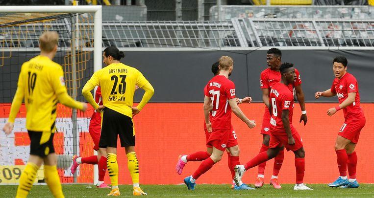 Doordat nummer twee Leipzig vanmiddag verloor van Borussia Dortmund is Bayern München niet meer in te halen. Beeld AFP