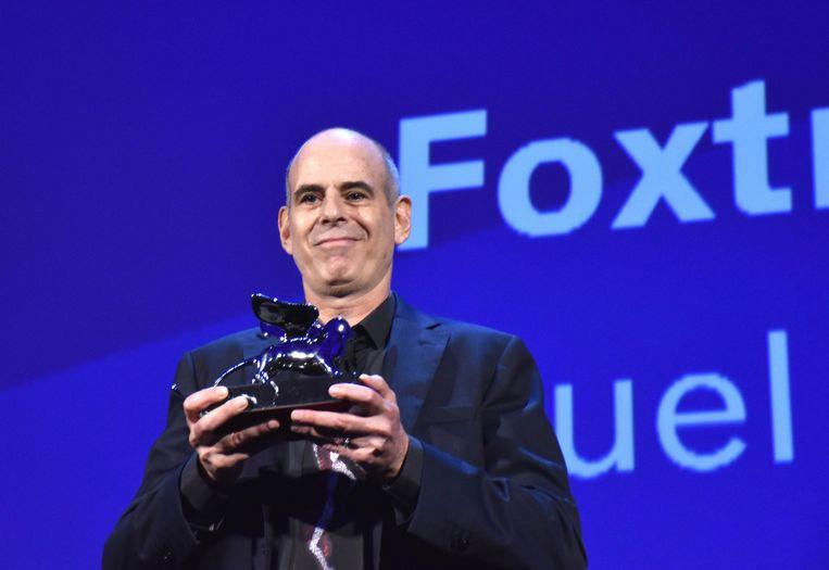 Samuel Maoz neemt de Zilveren Leeuw in ontvangst voor 'Foxtro' tijdens het Filmfestival van Venetië.  Beeld Photo News