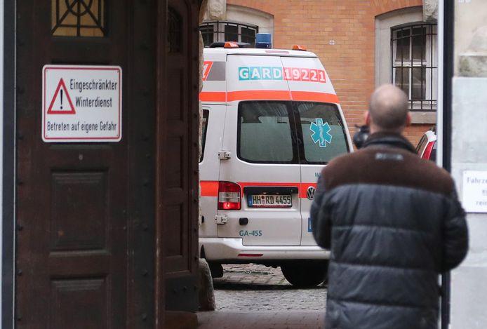 Met een ambulance arriveerde Bruno D. vanochtend bij de rechtbank.