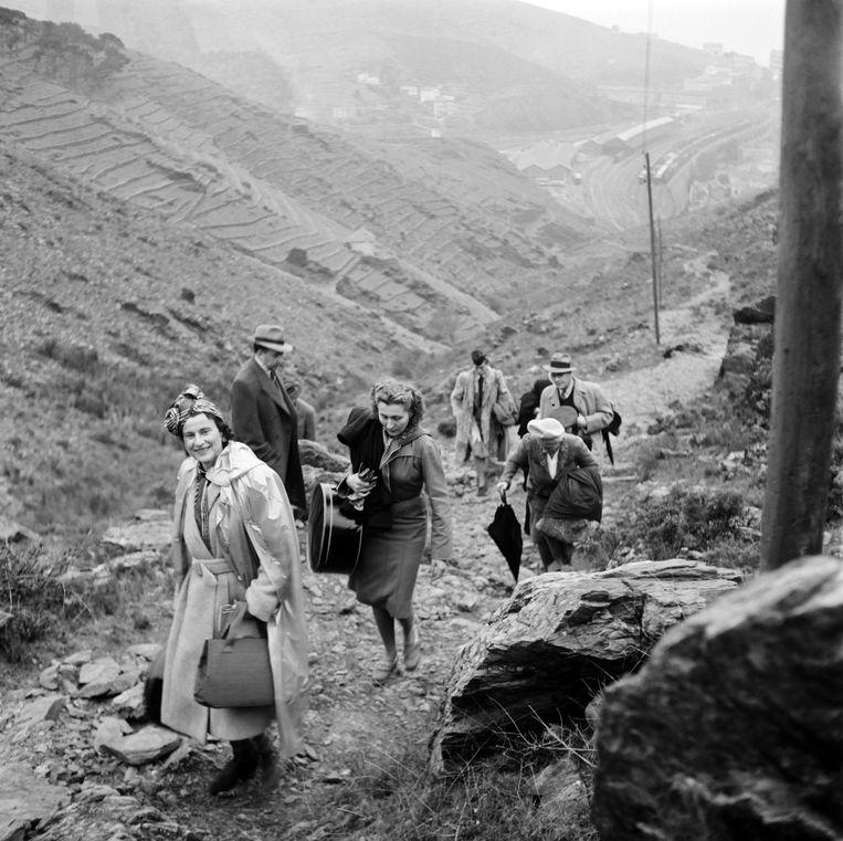 Spaanse vluchtelingen aan de Frans-Spaanse grens in 1946. Ook Vincent Scheltiens komt uit  een familie die zwaar te lijden had onder de dictatuur van Franco. Beeld AFP