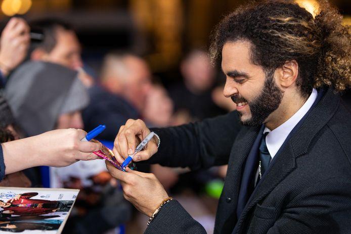 Adil El Arbi deelt handtekeningen uit op de Berlijnse première van 'Bad Boys For Life'