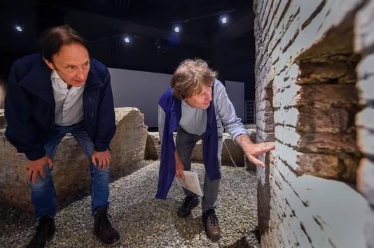 Een kijkje bij de schietgaten in de restanten van de vestingwerken die Menno van Coehoorn in Bergen op Zoom liet bouwen. Het wordt beschouwd als zijn meesterwerk.